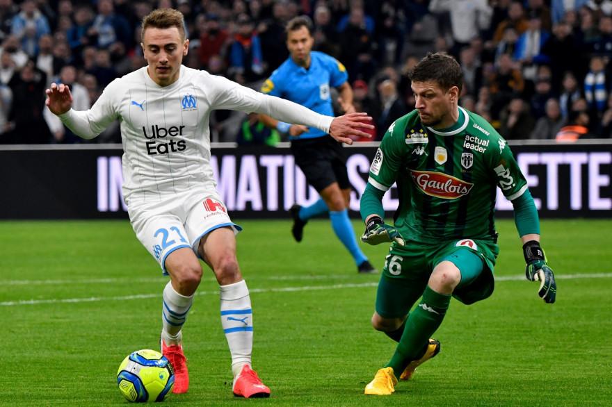 Valentin Rongier face à Ludovic Butelle lors de OM-Angers le 25 janvier 2020
