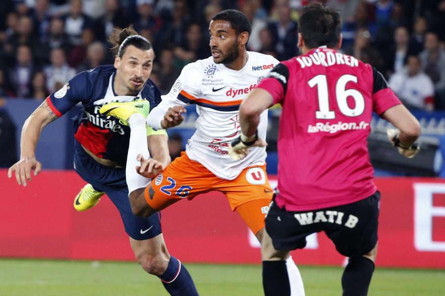 Yassine Jebbour, ici aux prises avec Zlatan Ibrahimovic, est en garde à vue dans le VIIIe arrondissement de Paris.