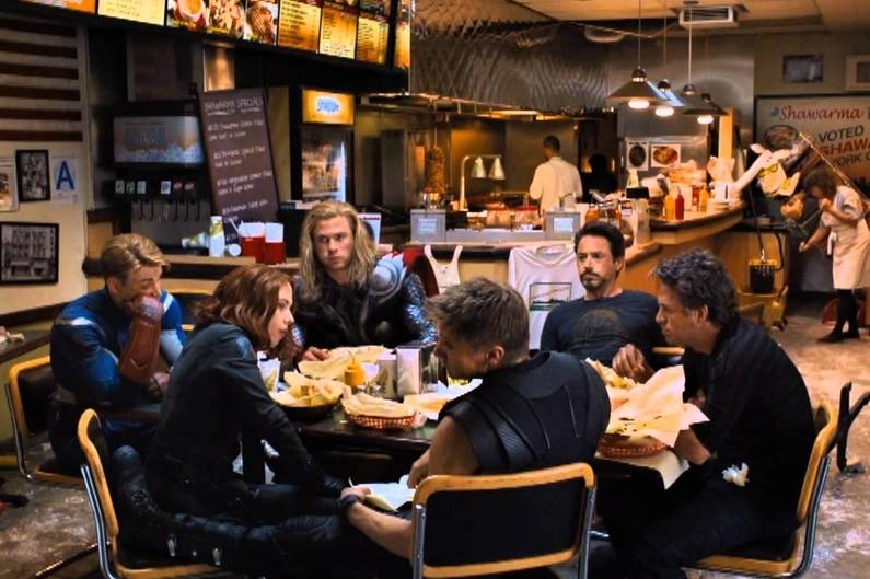 Tout à la fin du générique d'Avengers, les spectateurs ont pu découvrir les super-héros en train de manger un fast-food