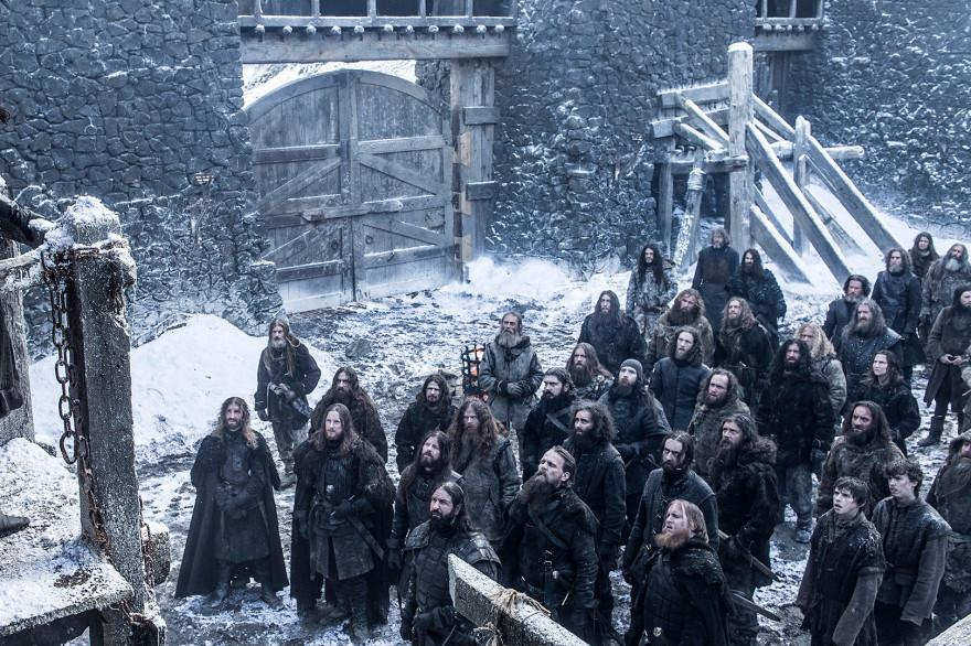 """Les frères de la Garde de Nuit à Châteaunoir dans l'épisode 3 de la saison 6 de """"Game of Thrones"""""""