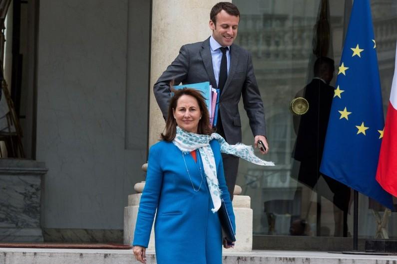 Ségolène Royal et Emmanuel Macron à la sortie du Conseil des ministres, le 18 mai 2016