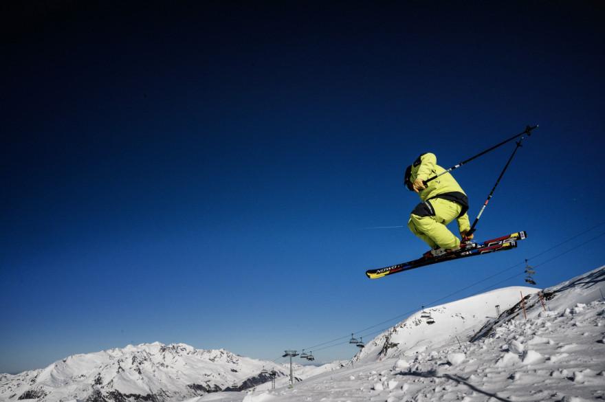 Un skieur aux Deux Alpes (illustration)