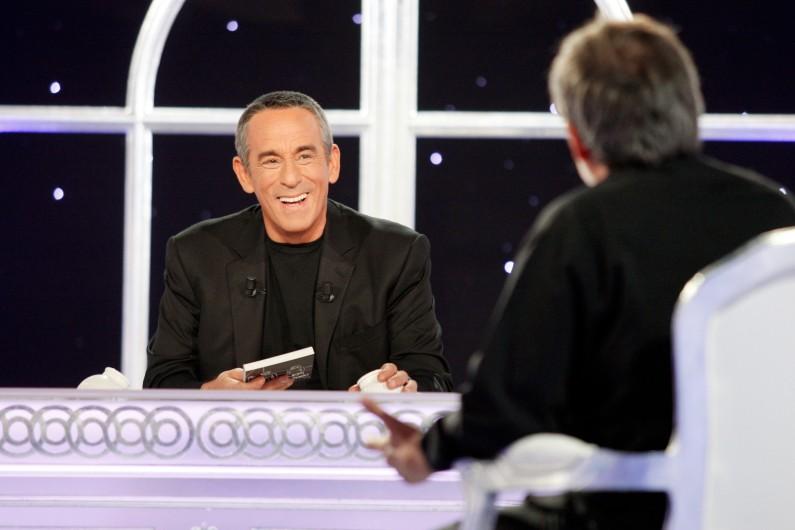 """Thierry Ardisson dans son émission """"Salut les Terriens"""""""