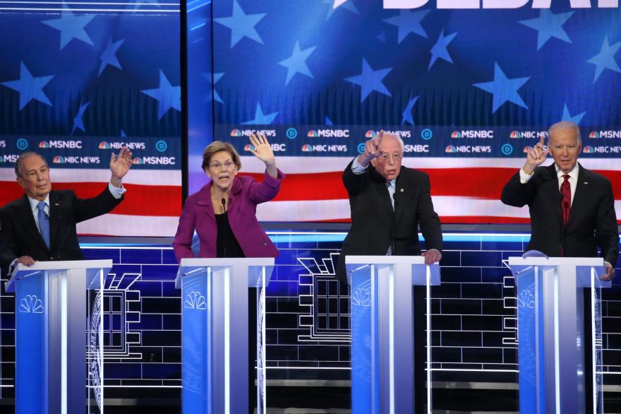 Les candidats démocrates Mike Bloomberg, Elizabeth Warren, Bernie Sanders et Joe Biden le 19 février 2020 à Las Vegas