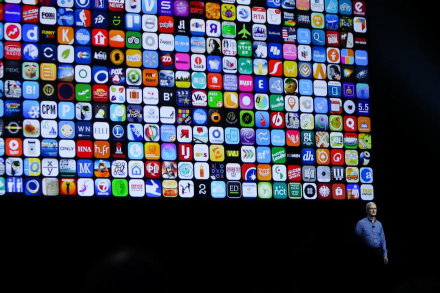 Tim Cook à l'ouverture de la WWDC 2016 au Bill Graham Civic Auditorium de San Francisco