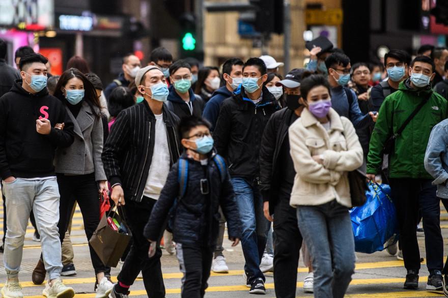 Illustration de passants à Hong Kong en janvier 2020
