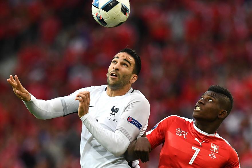 Adil Rami face à Embolo lors de Suisse - France à Lille dimanche 19 juin