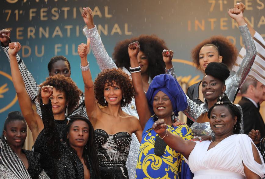https://images.rtl.fr/~r/880v587/rtl/www/1167619-16-actrices-noires-ont-monte-les-marches-du-festival-de-cannes-2018-pour-denoncer-le-racisme-du-cinema.jpg