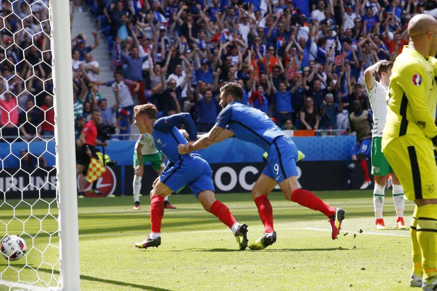Antoine Griezmann célèbre son but contre l'Irlande, dimanche 26 juin