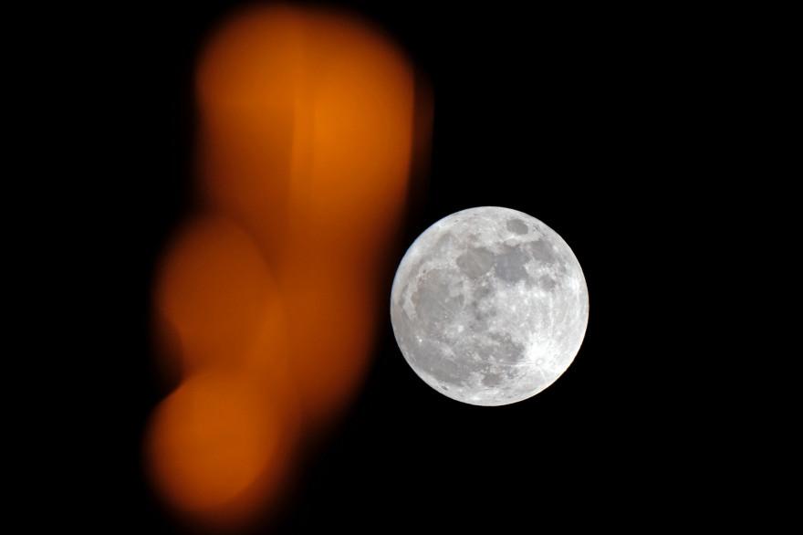 """La """"super Lune"""" du 1er janvier 2018 à Marseille (illustration)"""
