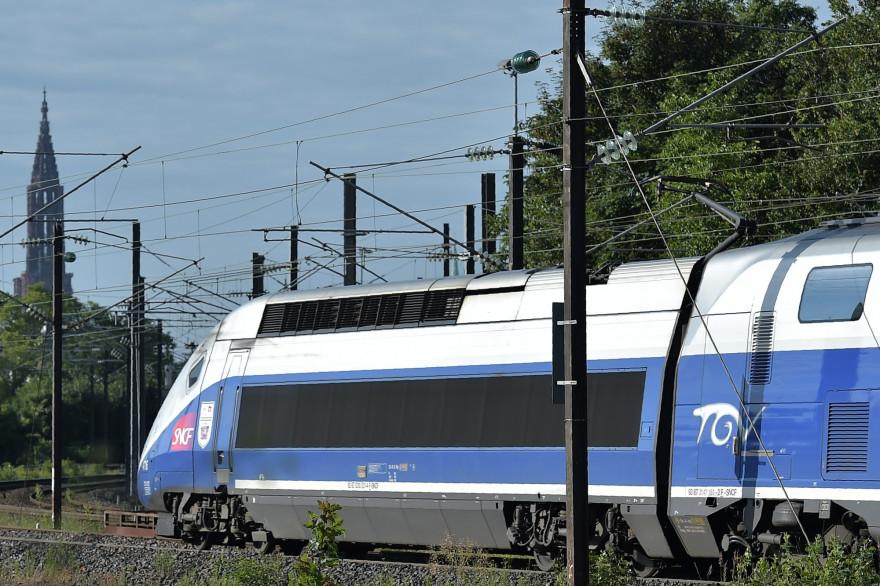 Un TGV arrive à Strasbourg le 3 juillet 2016