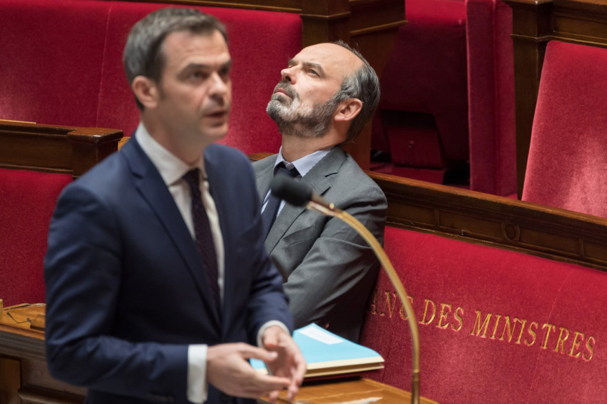 Le ministre de la Santé Olivier Véran et le Premier ministre Edouard Philippe lors des questions au gouvernement le 24 mars