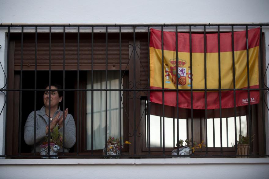 Une habitante de Ronda, en Andalousie, le 3 avril 2020.