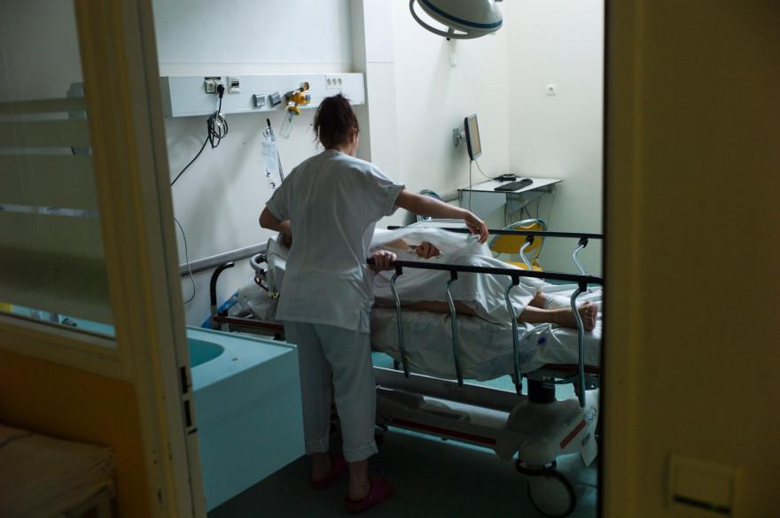 Une infirmière à l'hôpital d'Argenteuil, dans la banlieue parisienne (photo d'illustration).