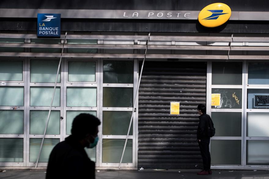 Un bureau de poste fermé en raison des mesures de confinement