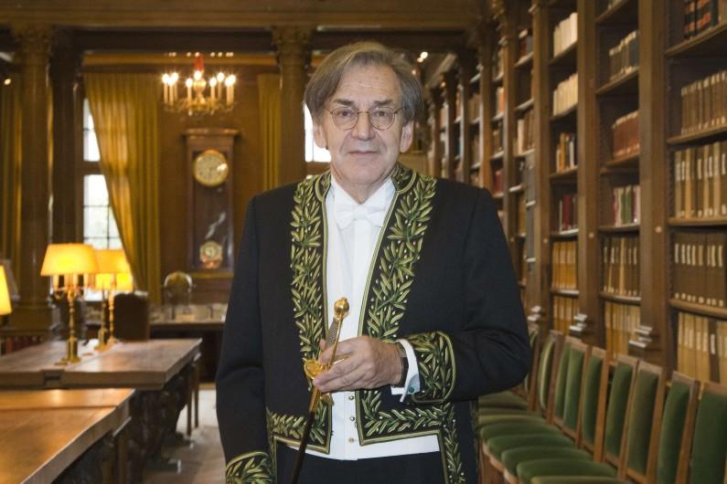 Alain Finkielkraut dans son habit d'Académicien, le 28 janvier 2016