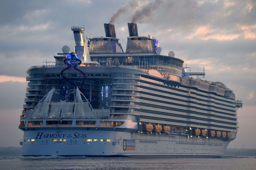 L'Harmony of the Seas arrive à Southampton, le 17 mai 2016.