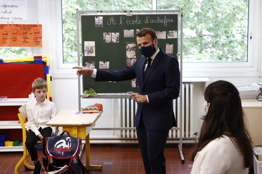 Emmanuel Macron en visite dans une école à Poissy dans les Yvelines, le 5 mai 2020