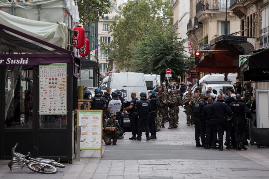 Les policiers déployés à Paris pour une fausse alerte terroriste, le 17 septembre 2016