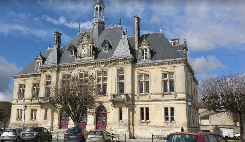 La mairie de Saint-Jean-d'Angély, en Charente-Maritime.