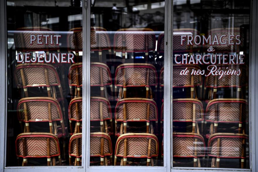 Un restaurant parisien fermé, le 14 mai 2020.