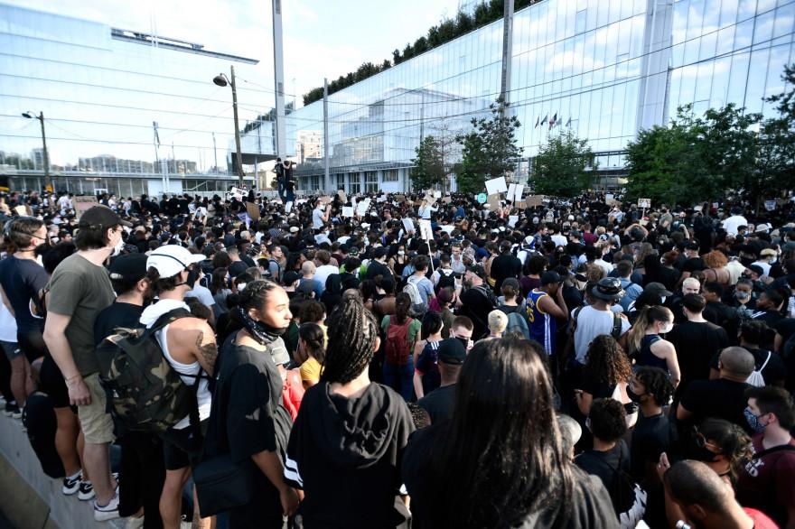 18 interpellations liées à la manifestation organisée hier sur le parvis du palais de justice de Paris ont eu lieu, mardi 2 juin.