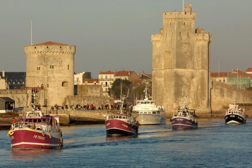 Des bateaux quittant le port de La Rochelle (illustration)