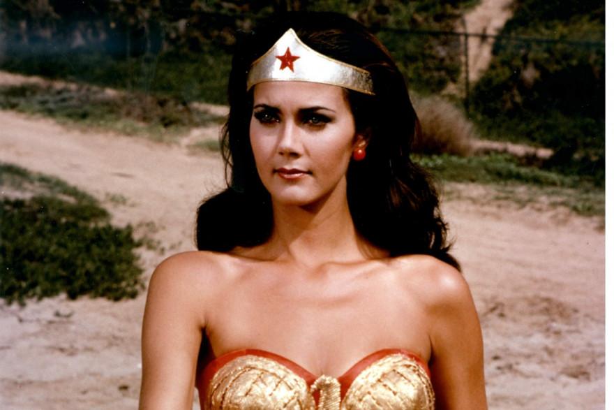 """Extrait du film """"Wonder Woman"""", avec Lynda Carter dans le rôle-titre."""
