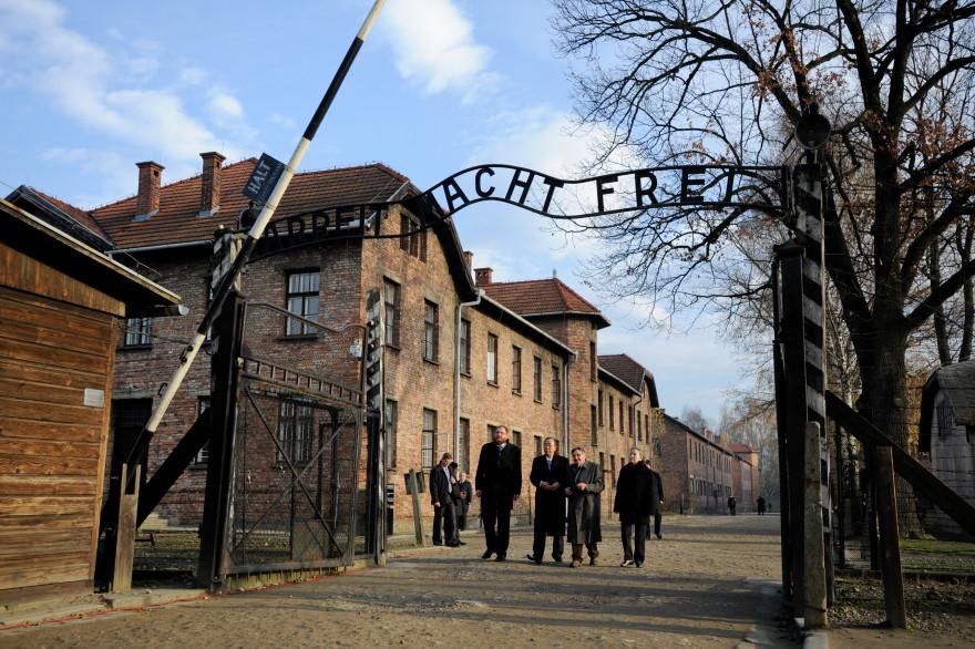 L'entrée du camp d'Auschwitz, le 18 novembre 2013