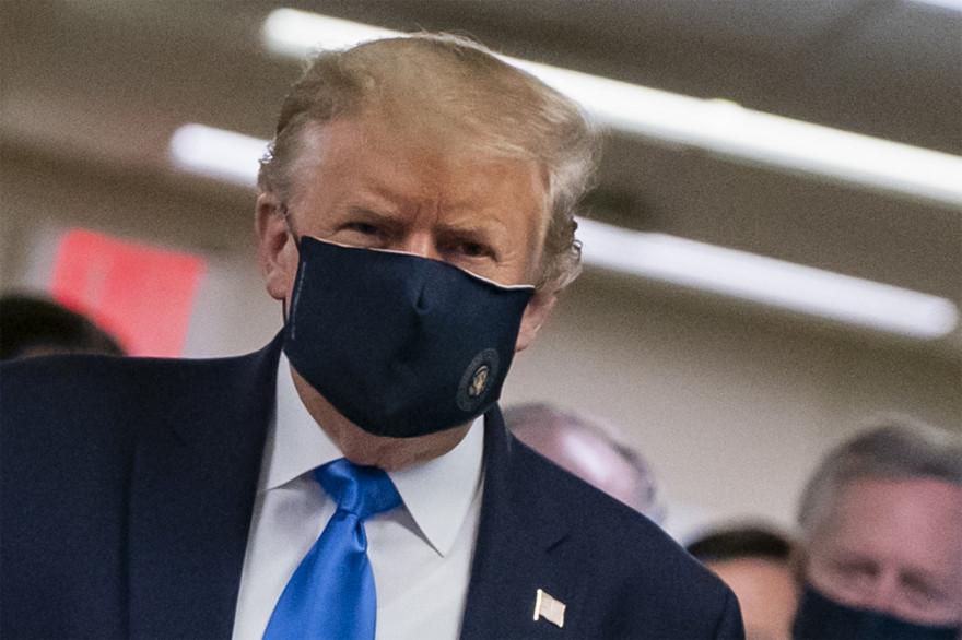 Donald Trump a porté un masque en public pour la première fois le 11 juillet 2020.
