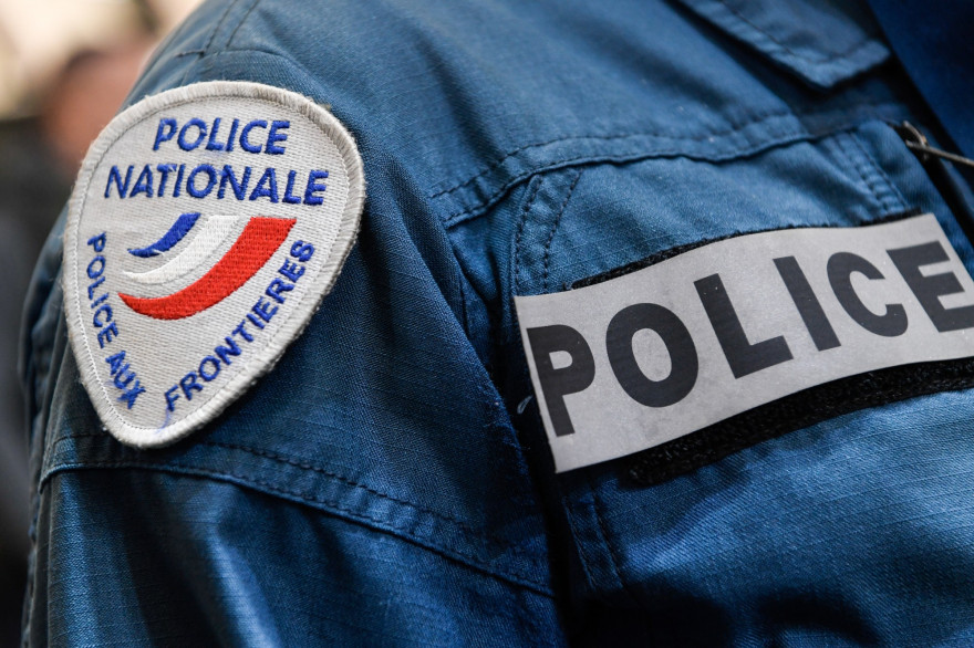 Un uniforme de police (illustration)