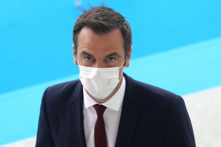 Olivier Véran, ministre de la Santé, portant un masque