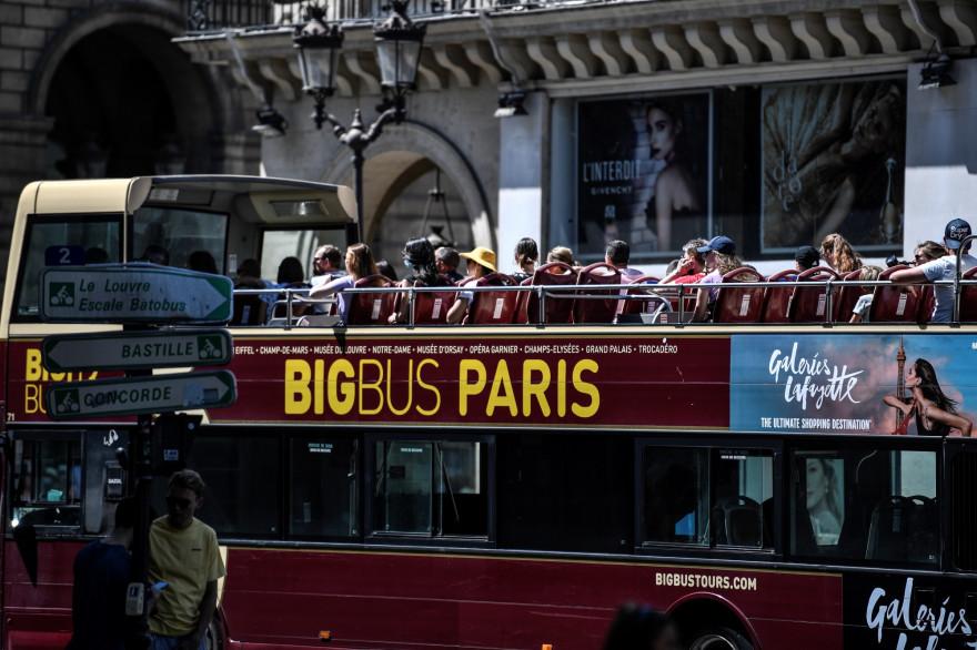 Un bus touristique à Paris, le 6 août 2020.
