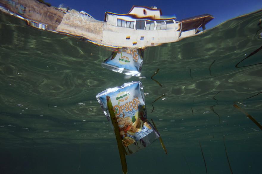 Des déchets dans la Méditerranée (illustration)