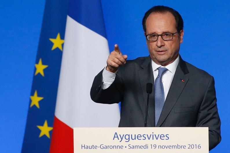 François Hollande en déplacement à Ayguesvives le 19 novembre 2016