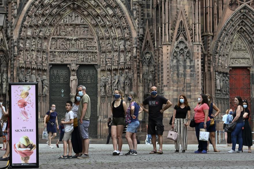 La préfecture française du Bas-Rhin a annoncé que le port du masque était obligatoire à Strasbourg et dans les villes de la région de plus de 10.000 habitants à partir du 29 août 2020.