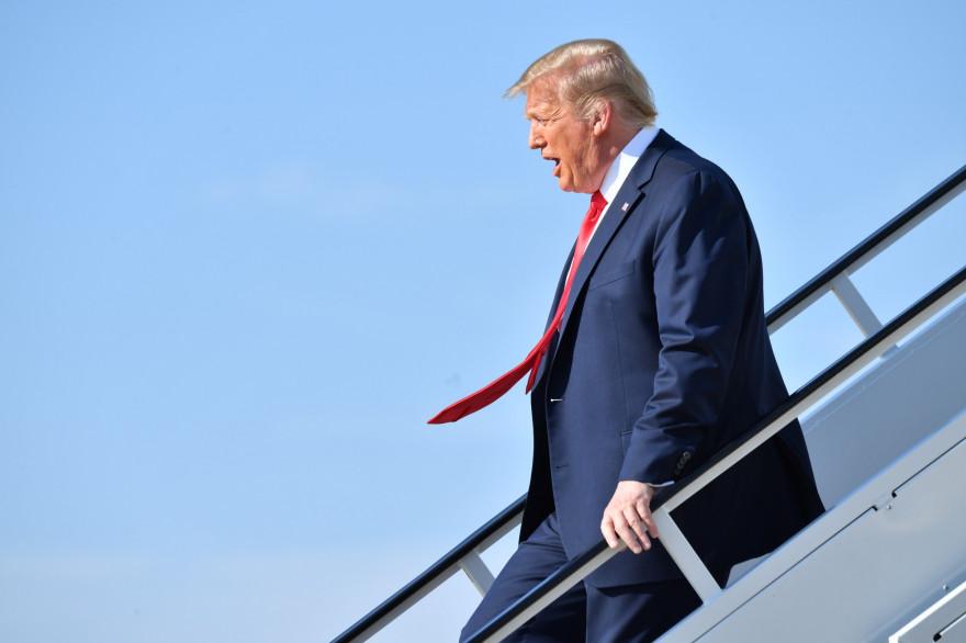 Donald Trump à la descente d'un avion, le 20 juin 2020.