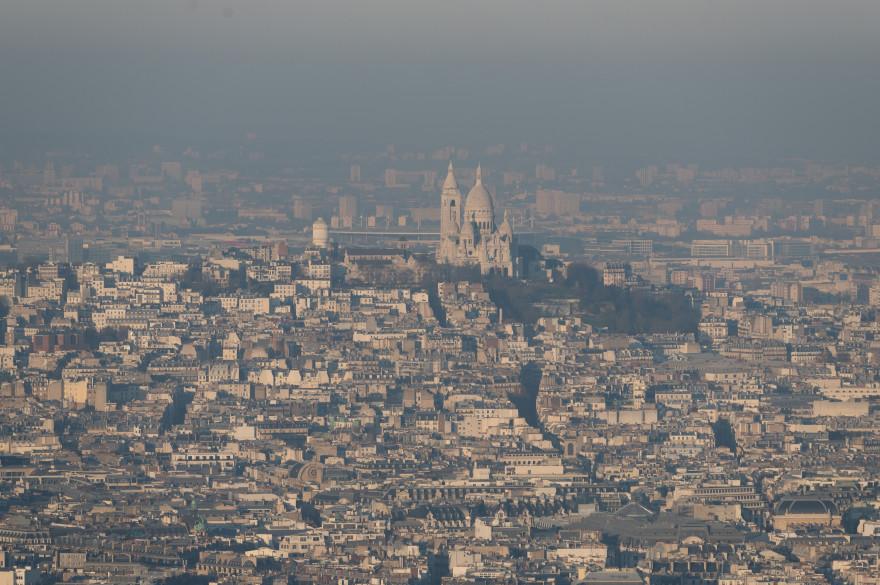 Un nuage de pollution au-dessus de Paris, le 8 décembre 2016