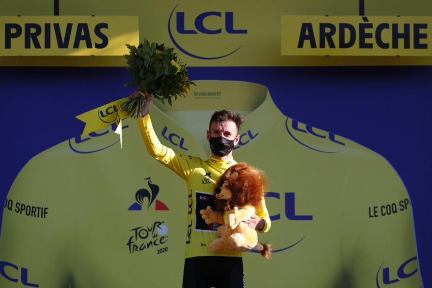 Adam Yates a remporté le maillot jaune lors de la 5ème étape du Tour de France 2020.