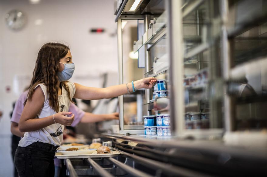 Une élève qui porte un masque de protection à l'école Françoise-Giroud, à Vincennes, le 1er septembre 2020.