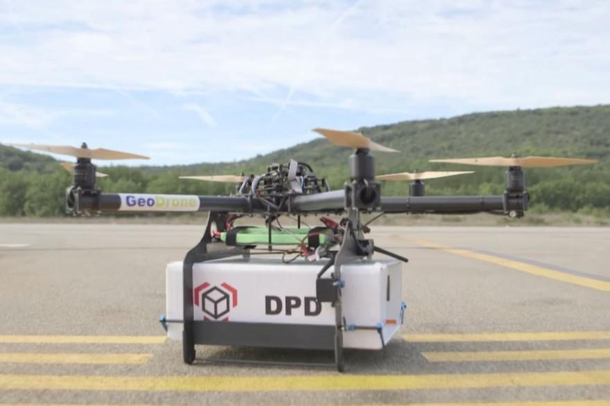 La Poste a effectué sa première livraison par drone dans une zone isolée du Var