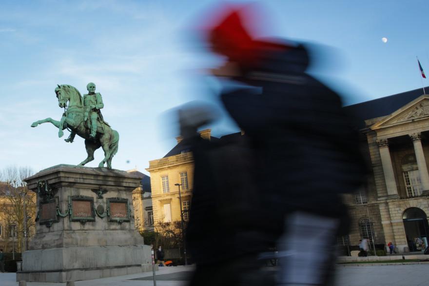 La statue de Napoléon en face de l'Hôtel de Ville de Rouen.