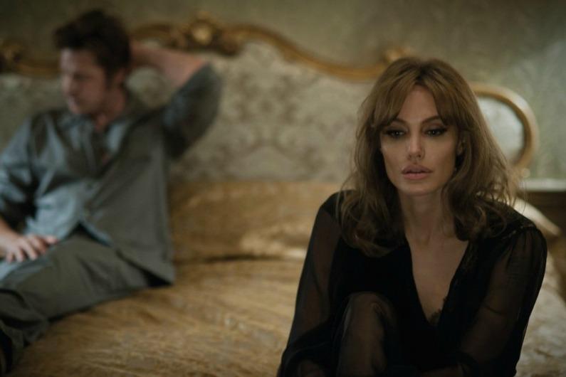 """Dans """"Vue sur mer"""", Brad Pitt et Angelina Jolie incarnent un couple en crise"""