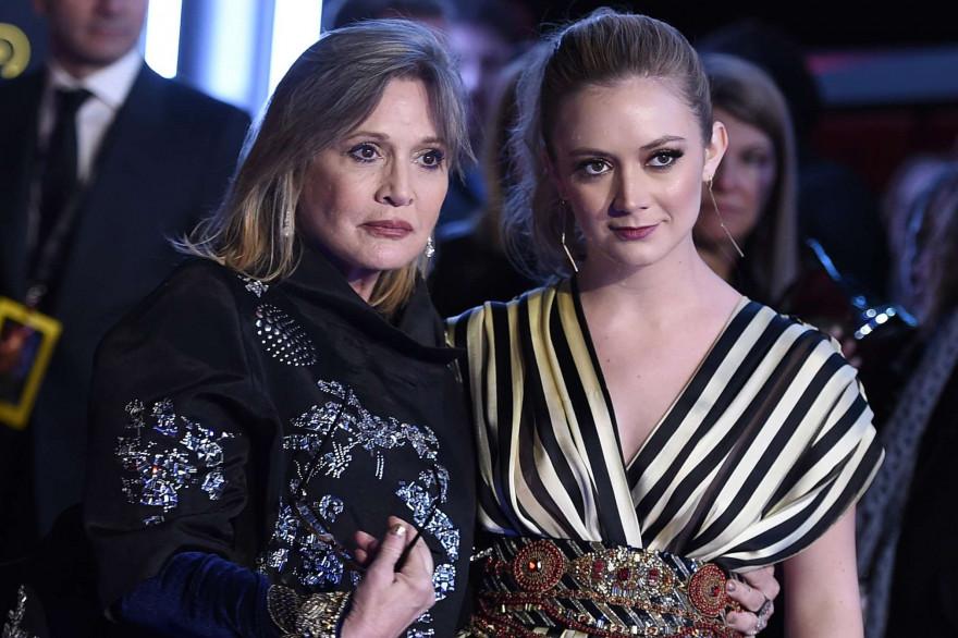 """Bille Lourd et sa mère, Carrie Fisher, le 14 décembre 2015, lors de la première de """"Star Wars 7"""""""