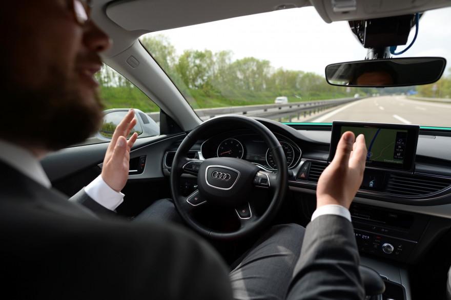 Un homme au volant d'une voiture (illustration)