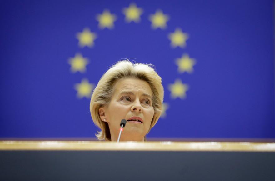 La présidente de la Commission européenne, Ursula Von Der Leyen, adresse son premier discours sur l'état de l'Union lors d'une session plénière au Parlement de l'Union européenne à Bruxelles le 16 septembre 2020.