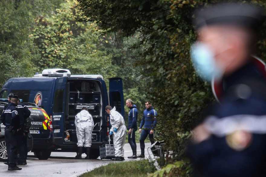 Les gendarmes à Villefontaine (Isère), après la découverte du corps de Victorine, disparue le 26 septembre 2020.