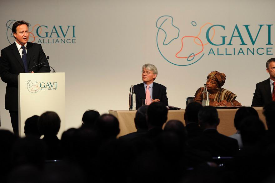 L'ancien Premier ministre britannique David Cameron prononce un discours devant l'alliance en 2011