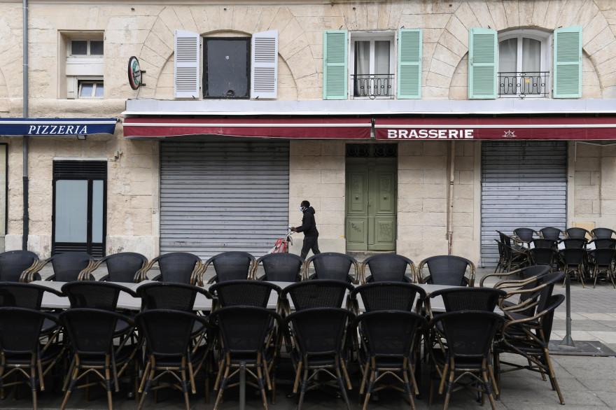 Une brasserie fermée à Marseille, pendant l'épidémie de coronavirus, le 28 septembre 2020.