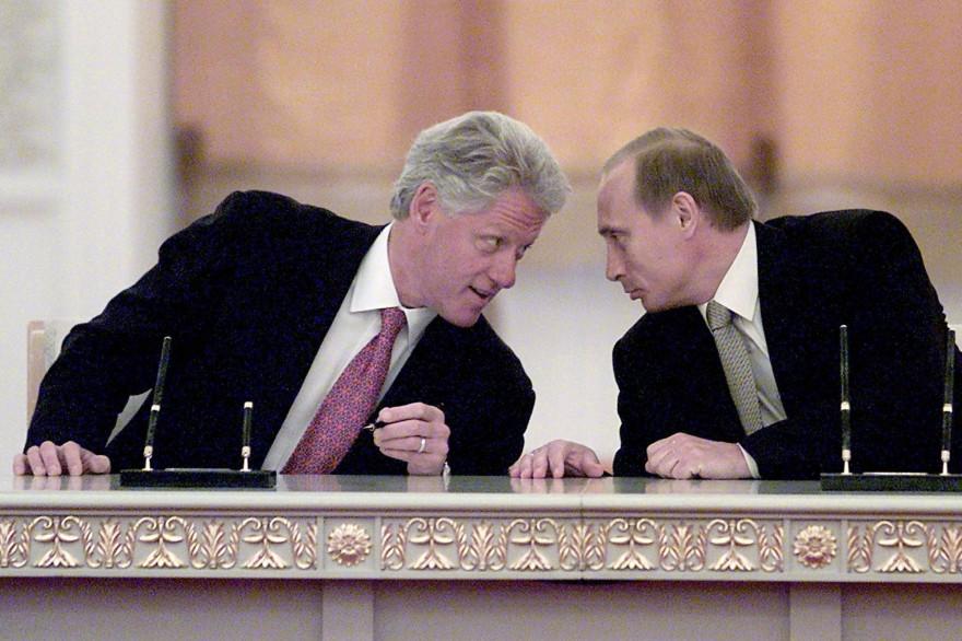 Le président américain Bill Clinton et son homologue russe Vladimir Poutine, le 4 juin 2000 à Moscou